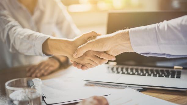 Tax Cloud Advisor shaking hands with a Tax Cloud Partner